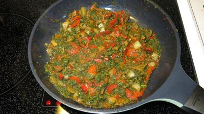 Chili-kale-nom in frying pan